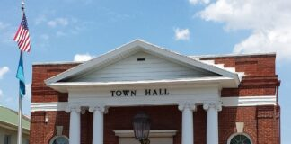 Georgetown Town Hall Image © WGMD/ML
