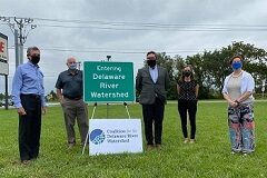 Governor Carney, Representative Pete Schwartzkopf, DelDOT Deputy Secretary Nicole Majeski, Coalition for the Delaware River Watershed State Policy Manager Kelly Knutson, and Delaware Nature Society Director of Advocacy and External Affairs Emily Knearl with the new sign