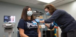 Bayhealth nurse Elisabeth Cote received the Pfizer coronavirus vaccine Tuesday in Dover (photo: Delaware Public Health)